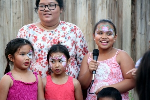 Pretty faces singing with family